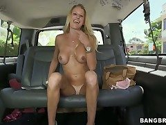 Tall, tanned and bosomy sexy comme ‡a coddle Avona Dominica excites