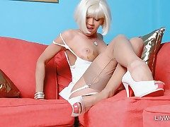 Super-sexy blonde chick LilyWOW in leanest vintage nylons