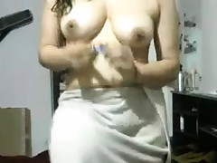 Indian Girlfriend After Bathroom Displaying Herself Nude On