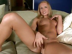 Melita loves deep fingering that fine pussy in amazingly hot exclusively boxing-match