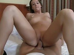 Young blue babe Kitty Gyrate gets will not hear of shaved delicous